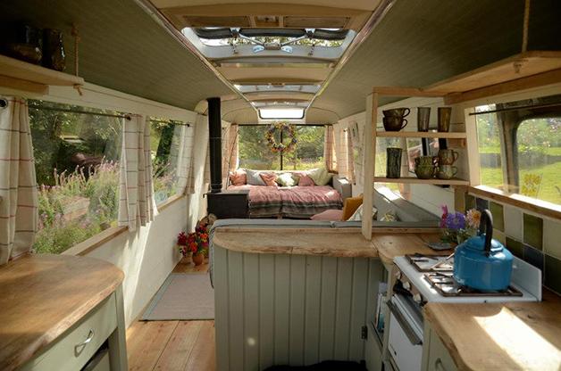 Casa construida dentro de onibus